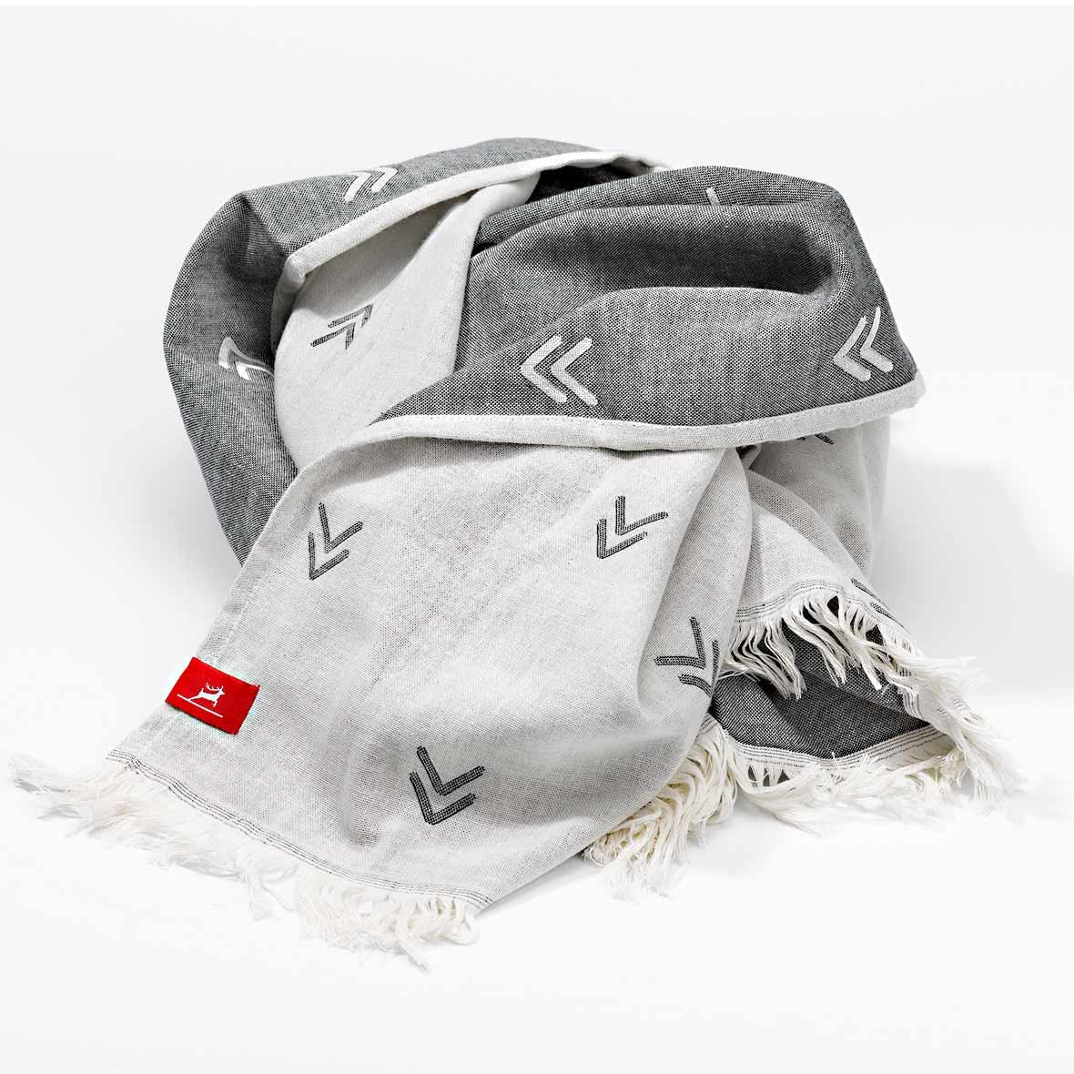 Arrow Towel – Tuch und Decke zugleich